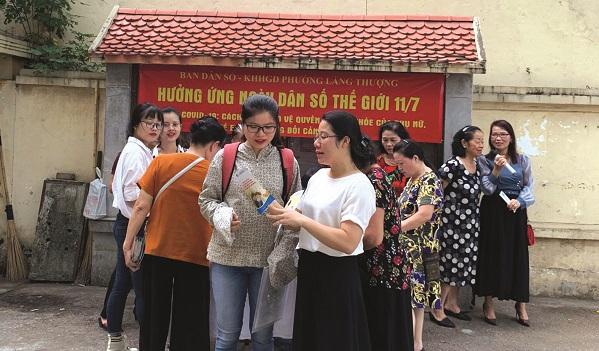 Ban Dân số - kế hoạch hóa gia đình phường Láng Thượng tư vấn sức khỏe cho phụ nữ trên địa bàn phường