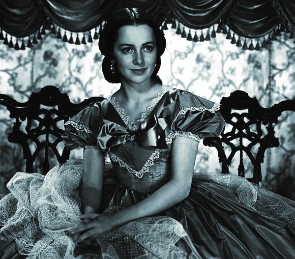 Nữ minh tinh xinh đẹp De Havilland trong vai Melanie Hamilton trong tuyệt phẩm Cuốn theo chiều gió