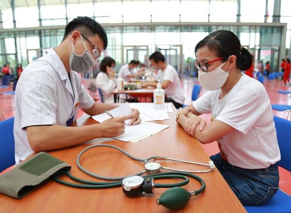 Người dân cần chủ động khai báo y tế, theo dõi sức khỏe và tuân thủ nghiêm ngặt các quy định phòng chống dịch theo hướng dẫn của Bộ Y tế.