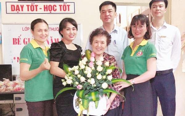 Cô giáo Đỗ Thị Thoa luôn được đồng nghiệp và phụ huynh học sinh yêu mến