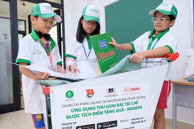 Giáo dục nhận thức cho học sinh phân loại rác cũng là hoạt động được Nestle' Việt Nam quan tâm.