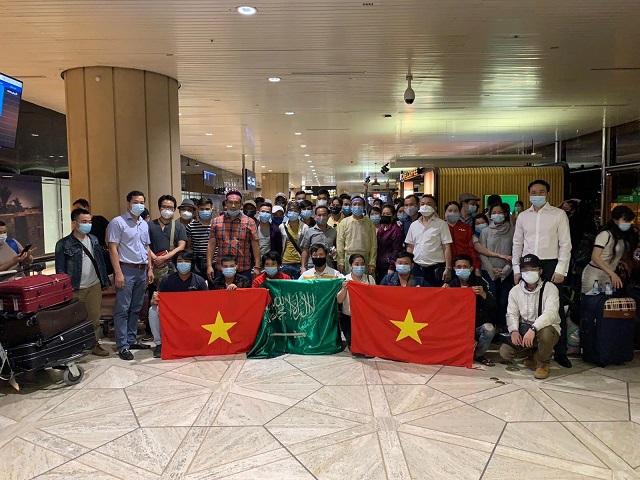 Công dân Việt Nam tại sân bay Ả rập Xê út.