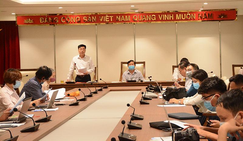 Phó Chủ tịch Thường trực UBND huyện Hoài Đức Đỗ Đức Trung thông tin tại Hội nghị.