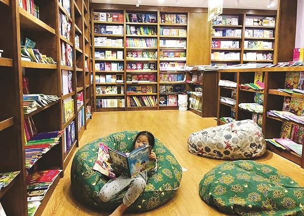 Góc đọc sách thân thiện tại một nhà sách ở Hà Nội