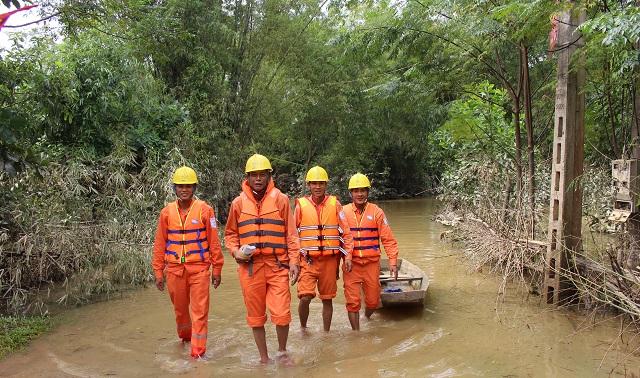 EVNNPC luôn đảm bảo cung cấp điện an toàn cho người dân, kể cả trong mùa mưa bão.