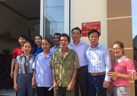 Hội LHPN huyện Phú Xuyên ban giao nhà cho gia đình chị Phạm Thị Trịnh