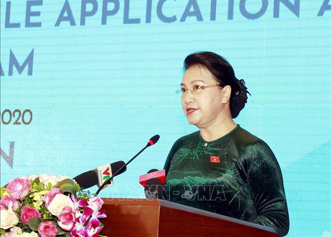 Chủ tịch Quốc hội Nguyễn Thị Kim Ngân phát biểu tại lễ công bố Trang thông tin điện tử, ứng dụng di động và Bộ nhận diện của Năm Chủ tịch AIPA 2020. Ảnh: Trọng Đức - TTXVN.