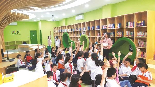Hoạt động ngoại khóa: Kể chuyện theo sách của một trường tiểu học ở Hà Nội được tổ chức tại Thư viện văn hóa thiếu nhi (Thư viện Quốc gia)