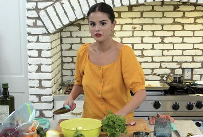 Selena Gomez tự tay vào bếp trong show truyền hình mới của mình