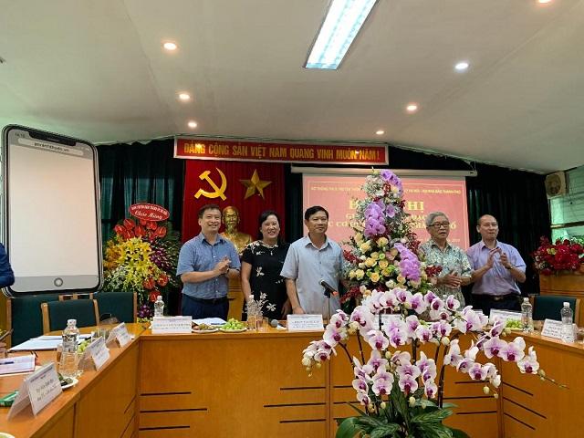 Lãnh đạo Ban Tuyên giáo Thành ủy và Sở Thông tin và Truyền thông Hà Nội chúc mừng báo An ninh THủ đô.