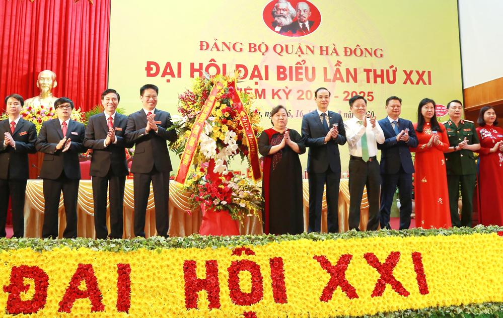 Lãnh đạo TP Hà Nội chúc mừng Đại hội