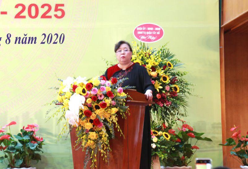 Phó Bí thư Thành ủy, Chủ tịch HĐND Thành phố Nguyễn Thị Bích Ngọc phát biểu tại Đại hội.