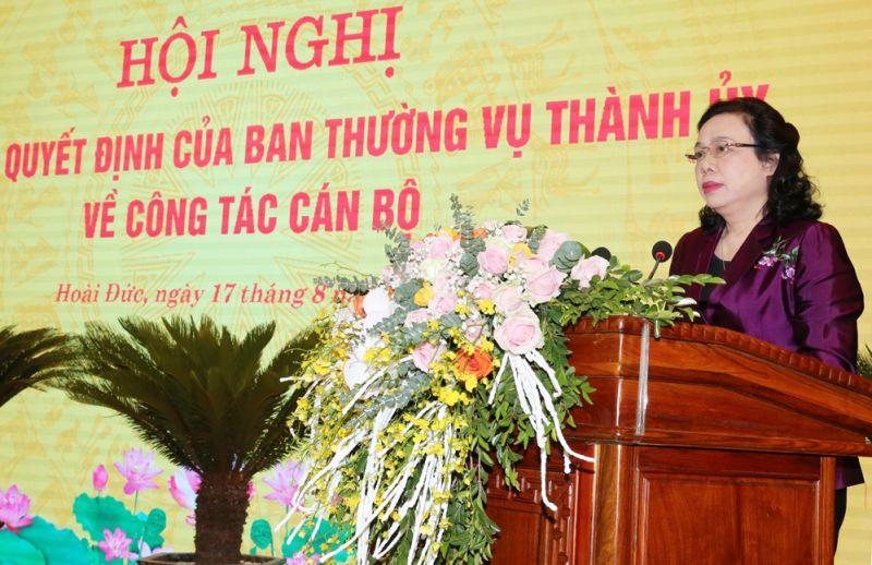 Phó Bí thư Thường trực Thành ủy Ngô Thị Thanh Hằng phát biểu giao nhiệm vụ cho đồng chí Nguyễn Quang Đức.