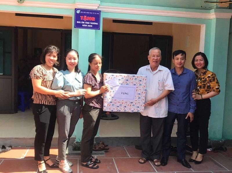 Chị Nguyễn Thị Thoa xúc động và cảm ơn sự quan tâm của tổ chức Hội và các đoàn thể chính quyền địa phương đã hỗ trợ gia đình chị có căn nhà mới
