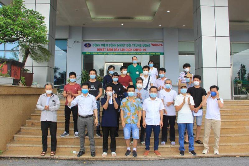 Các bệnh nhân được công bố khỏi bệnh tại BV Bệnh Nhiệt đới Trung ương cơ sở 2.