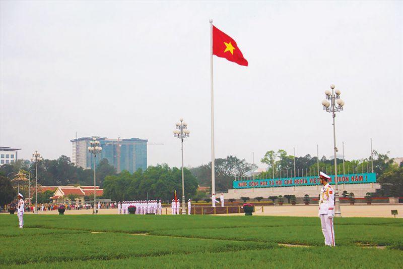 Thiêng liêng lễ chào cờ trên Quảng trường Ba Đình.