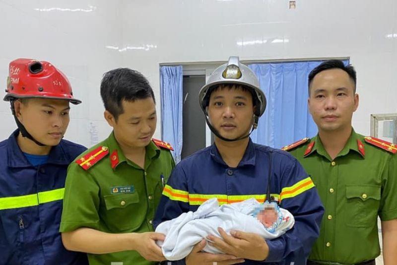 Lực lượng chức năng giải cứu bé trai thoát khỏi khe tường