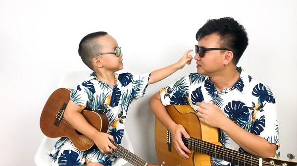 Anh Đức cùng con trai say sưa hát trong các clip