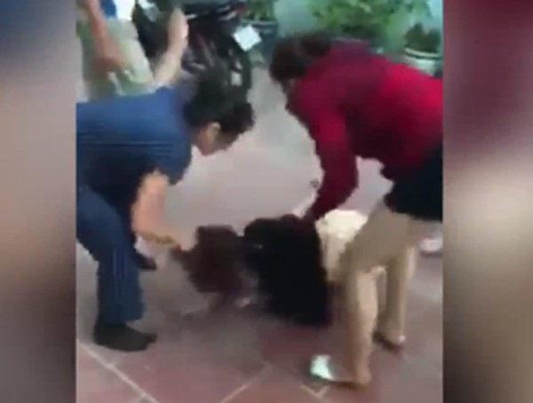 Hình ảnh mẹ chồng cùng con dâu đánh ghen được cắp từ clip tung lên mạng