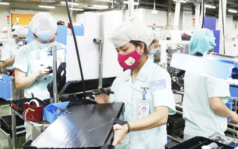 Hà Nội phấn đấu đến năm 2025 cơ bản trở thành thành phố công nghiệp hóa, hiện đại hóa. Trong ảnh: Sản xuất hàng điện tử xuất khẩu tại Công ty TNHH Canon Việt Nam (Khu công nghiệp Thăng Long, Hà Nội). Ảnh: Viết Thành