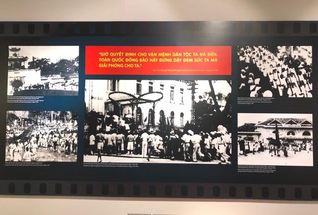 Những hình ảnh lịch sử trong ngày Tổng khởi nghĩa 19/8/1945 được trưng bày tại Triển lãm. Ảnh: VGP/Nhật Nam