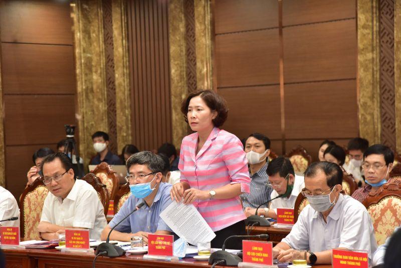 Đồng chí Lê Kim Anh - Chủ tịch Hội LHPN Hà Nội phát biểu tại Hội nghị