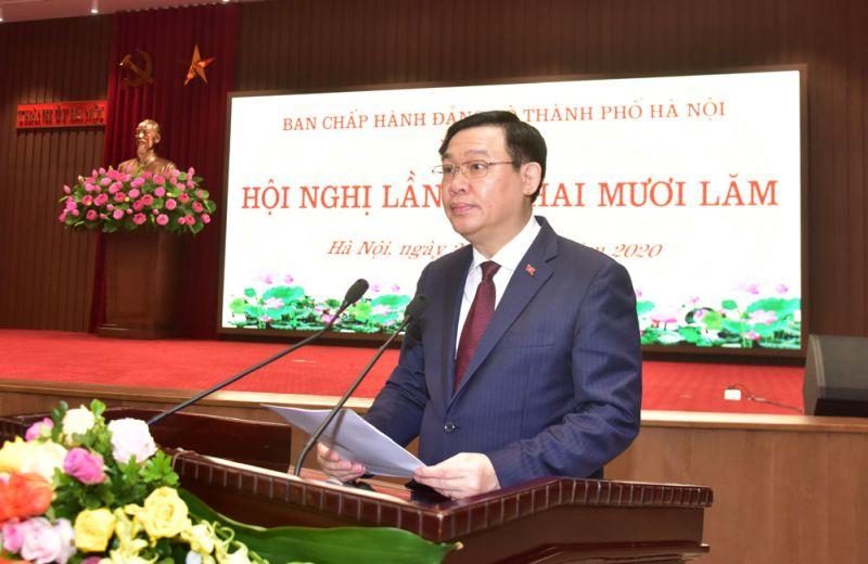 Bí thư Thành ủy Hà Nội Vương Đình Huệ phát biểu kết luận hội nghị.