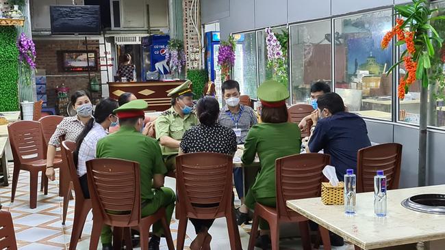 Cơ quan công an và Đội quản lý thị trường làm việc với nhà hàng Nhắng nướng
