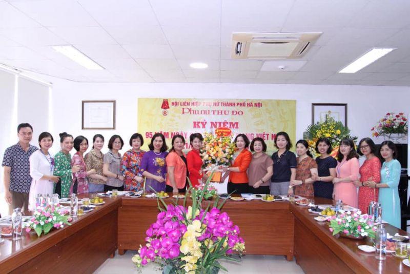 Lãnh đạo Hội LHPN Hà Nội chúc mừng Báo Phụ nữ Thủ đô nhân 90 năm ngày Báo chí Cách mạng Việt Nam 21-6.