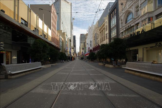 Cảnh vắng vẻ trên đường phố tại Melbourne, Australia ngày 3/8 trong bối cảnh dịch COVID-19 lan rộng. Ảnh: THX/TTXVN