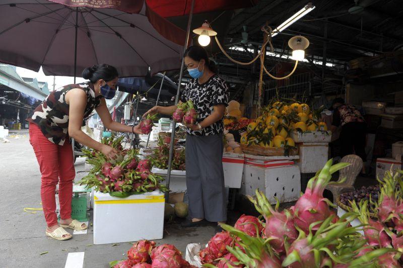 Tất cả các tiểu thương, người lao động tại chợ đều đã trang bị khẩu trang, rửa tay sát khuẩn thường xuyên