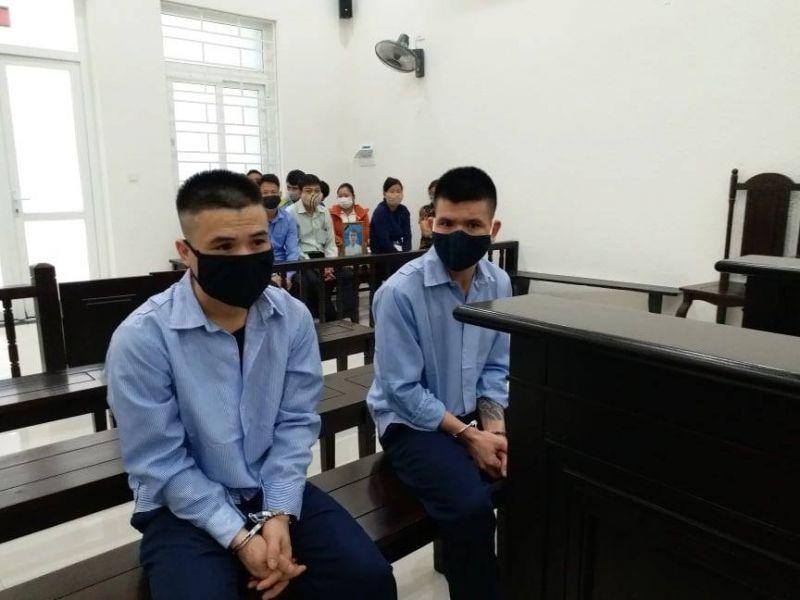 Hai anh em bị cáo Nguyễn Xuân Học và Nguyễn Xuân Hằng tại tòa