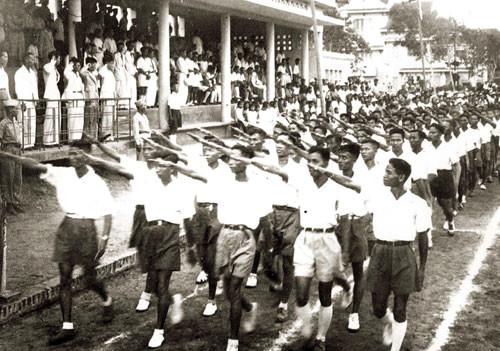 Buổi diễu hành của hội Thanh niên Tiền Phong. Ảnh tư liệu của Hội Đông y Việt Nam