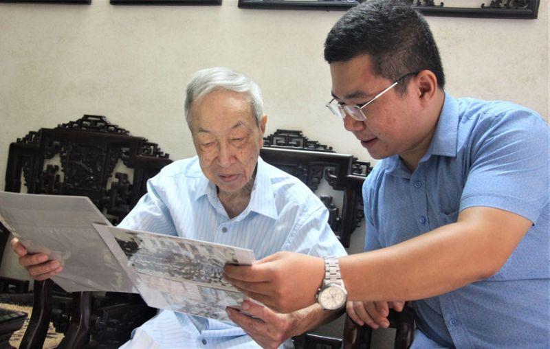 Những bài báo, hình ảnh về Cách mạng Tháng Tám năm 1945 luôn được đồng chí Lê Đức Vân trân quý, gìn giữ.