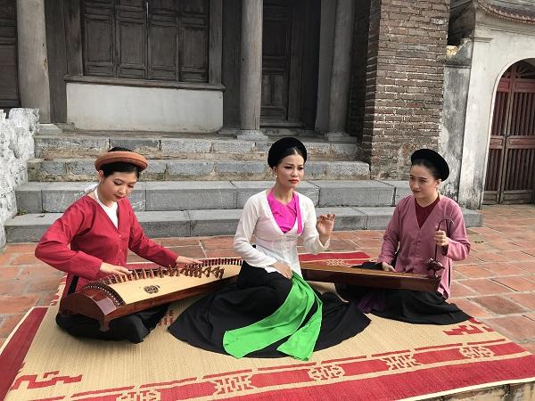 Trình diễn âm nhạc dân gian tại Đình Chèm (quận Bắc Từ Liêm)