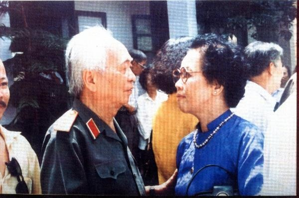 Cụ Thái Tiên gặp cố Đại tướng Võ Nguyễn Giáp trong một lần gặp mặt truyền thống của Đoàn thanh niên cứu quốc Thành Hoàng Diệu