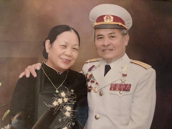 Vợ chồng Đại tá, Anh hùng LLVT Đỗ Văn Trì