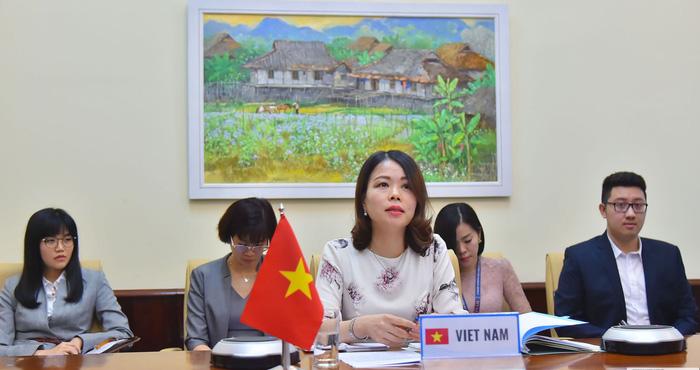 Bà Nguyễn Minh Hằng, Trưởng SOM ASEM của Việt Nam, tham dự Cuộc họp các Quan chức cao cấp (SOM) Nhóm ASEAN của Diễn đàn hợp tác Á-Âu (ASEM) ngày 12/5/2020