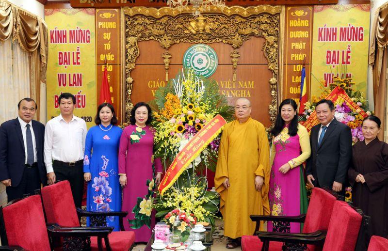 Đoàn đại biểu thành phố Hà Nội do Phó Bí thư Thường trực Thành ủy Ngô Thị Thanh Hằng làm trưởng đoàn chúc mừng Trung ương Giáo hội Phật giáo Việt Nam.