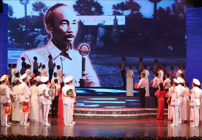 Một tiết mục biểu diễn trong chương trình - Ảnh: Thanh Tùng/TTXVN.