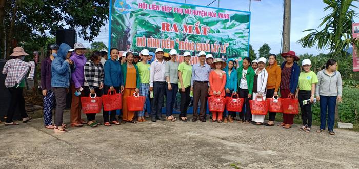 """Hội LHPN huyện Hòa Vang đã phát động mô hình điểm """"Trồng chuối lấy lá"""" tại thôn Thái Lai, xã Hòa Nhơn"""