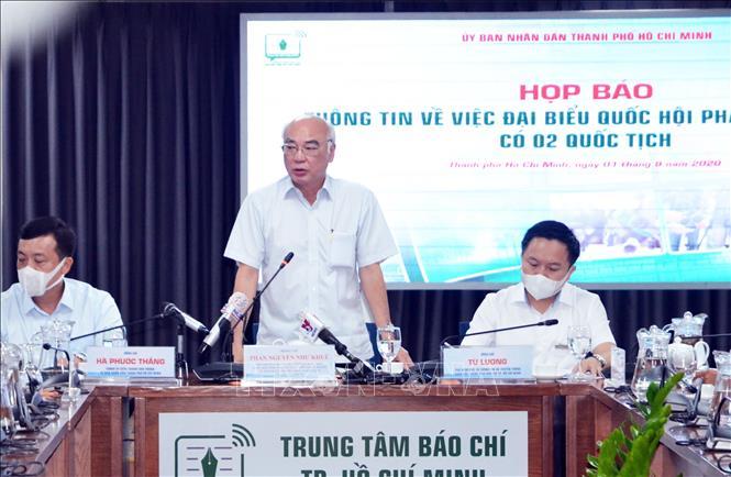 Ông Phan Nguyễn Như Khuê, Trưởng Ban Tuyên giáo Thành ủy Thành phố Hồ Chí Minh trả lời báo chí về về thông tin đại biểu Quốc hội Phạm Phú Quốc có hai quốc tịch, ngày 1/9/2020. Ảnh: Xuân Khu/TTXVN