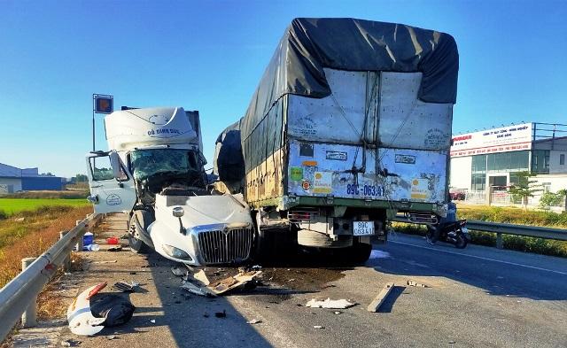 Các vụ TNGT nghiêm trọng do xe tải và container gây ra vẫn là nỗi ám ảnh trong thời gian qua. (Ảnh: Hòa Thắng).
