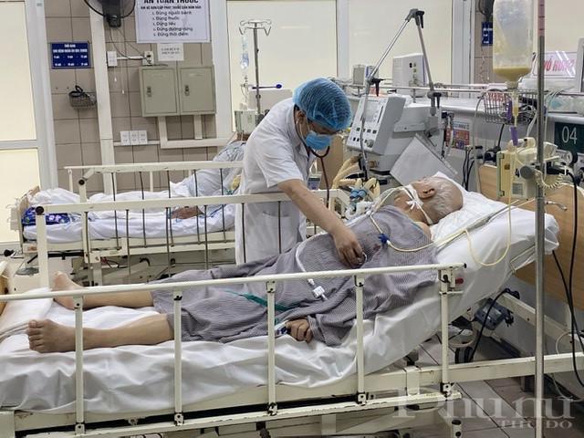 Bệnh nhân nam(70 tuổi, ở Hà Nội) đang được điều trị tích cực tại BV Bạch Mai.