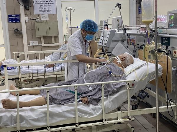 Cụ ông ngộ độc do ăn pate Minh Chay hiện phải thở máy, tiên lượng nặng.