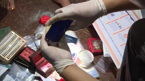 Khám nhà đối tượng có nhiều ma túy các loại