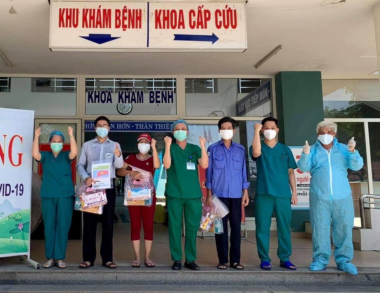 Các bệnh nhân được công bố khỏi bệnh tại BV Hòa Vang.