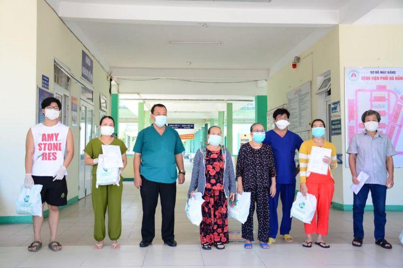 Các bệnh nhân được công bố khỏi bệnh tại BV Phổi Đà Nẵng.