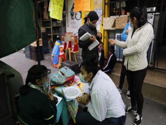 Lớp học đặc biệt ở Mexico City giúp những trẻ em không có điều kiện học trực tuyến