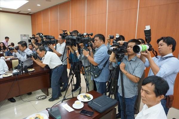 nâng cao hiệu lực, hiệu quả quản lý nhà nước đối với báo chí theo hướng bảo đảm báo chí phát triển đúng định hướng chính trị, tư tưởng của Đảng và quyền tự do, dân chủ của Nhân dân